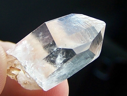 Quartz crystal from Lagrange after being cleaned .